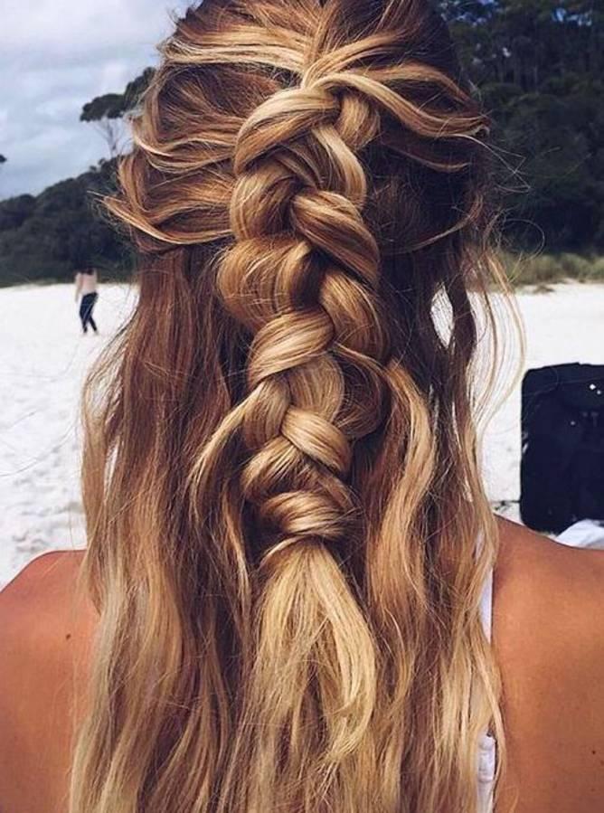 coiffure de plage demi queue tressée