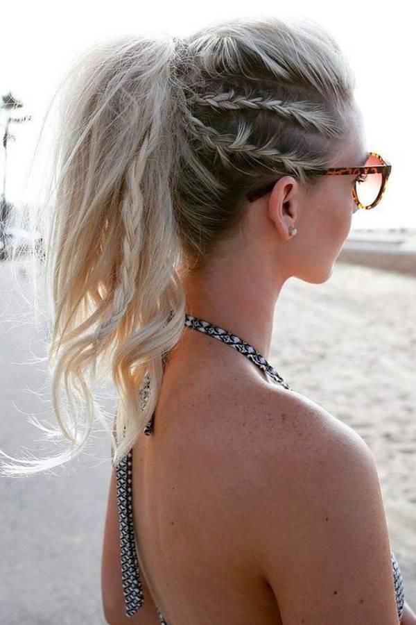 coiffure de plage queue de cheval avec tresses collées