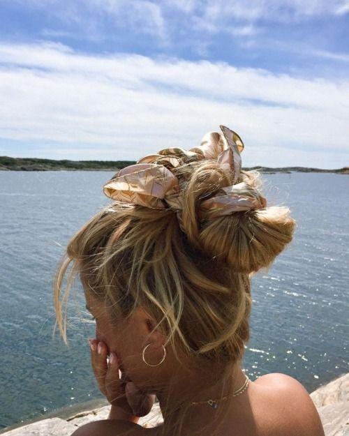 coiffure de plage foulard attache